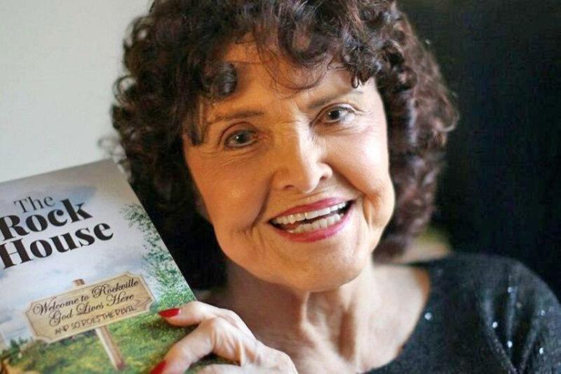 63 سال کوشش و انتظار پیرزن 96 ساله برای انتشار کتاب