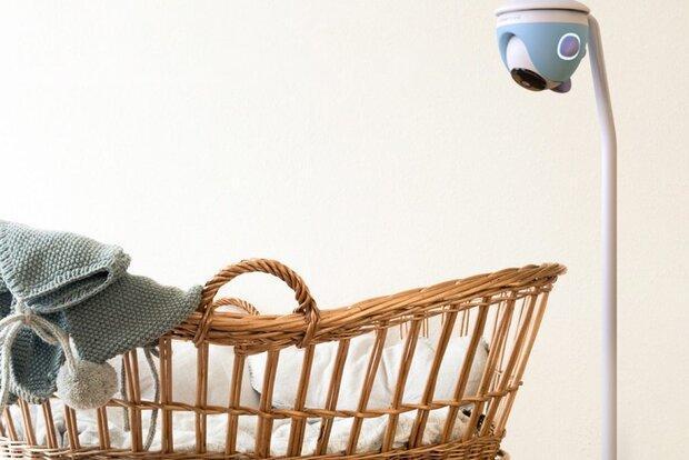 پرستار بچه هوشمند 24 ساعته از نوزاد مراقبت می نماید