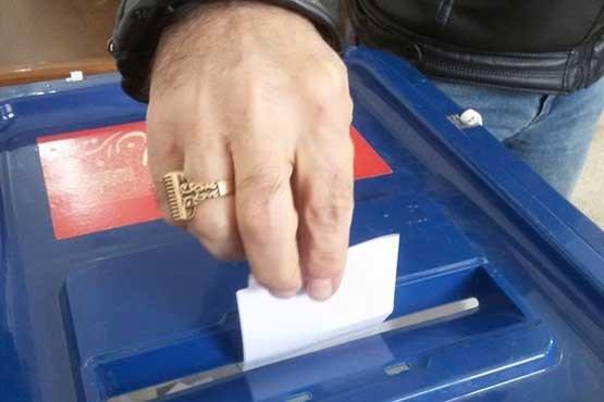 حضور بعضی رای دهندگان در شعبات اخذ رای در ساعات پایانی